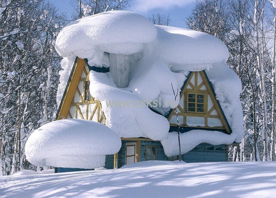 Уборка снега с крыши домов
